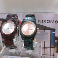 【NIXON】THE MEDIUM TIME TELLER ACETATE
